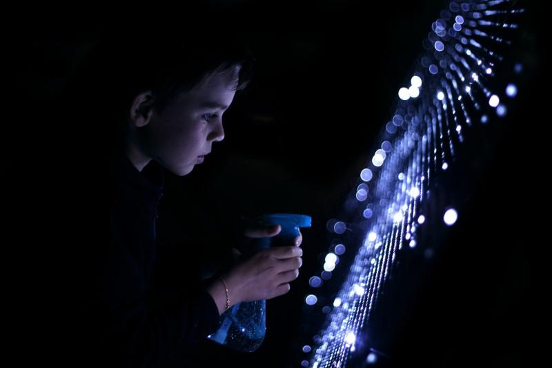 Волшебное граффити света и воды
