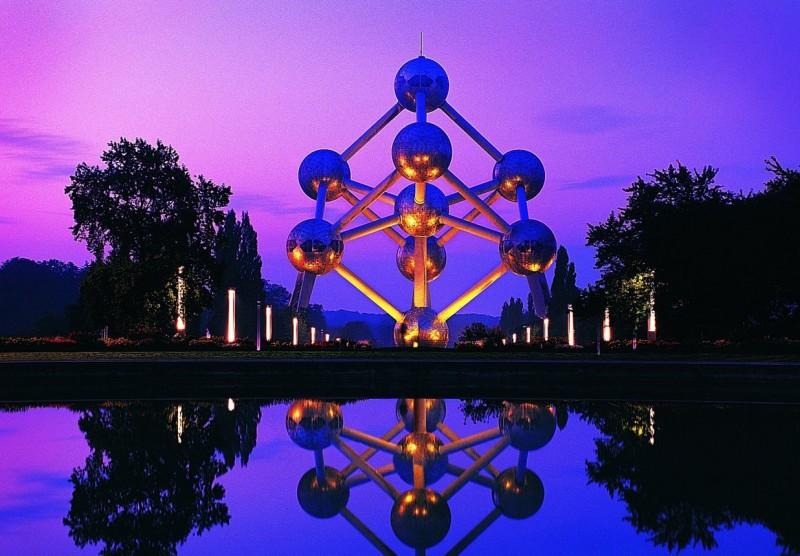 Атомиум - гигантский атом Брюсселя