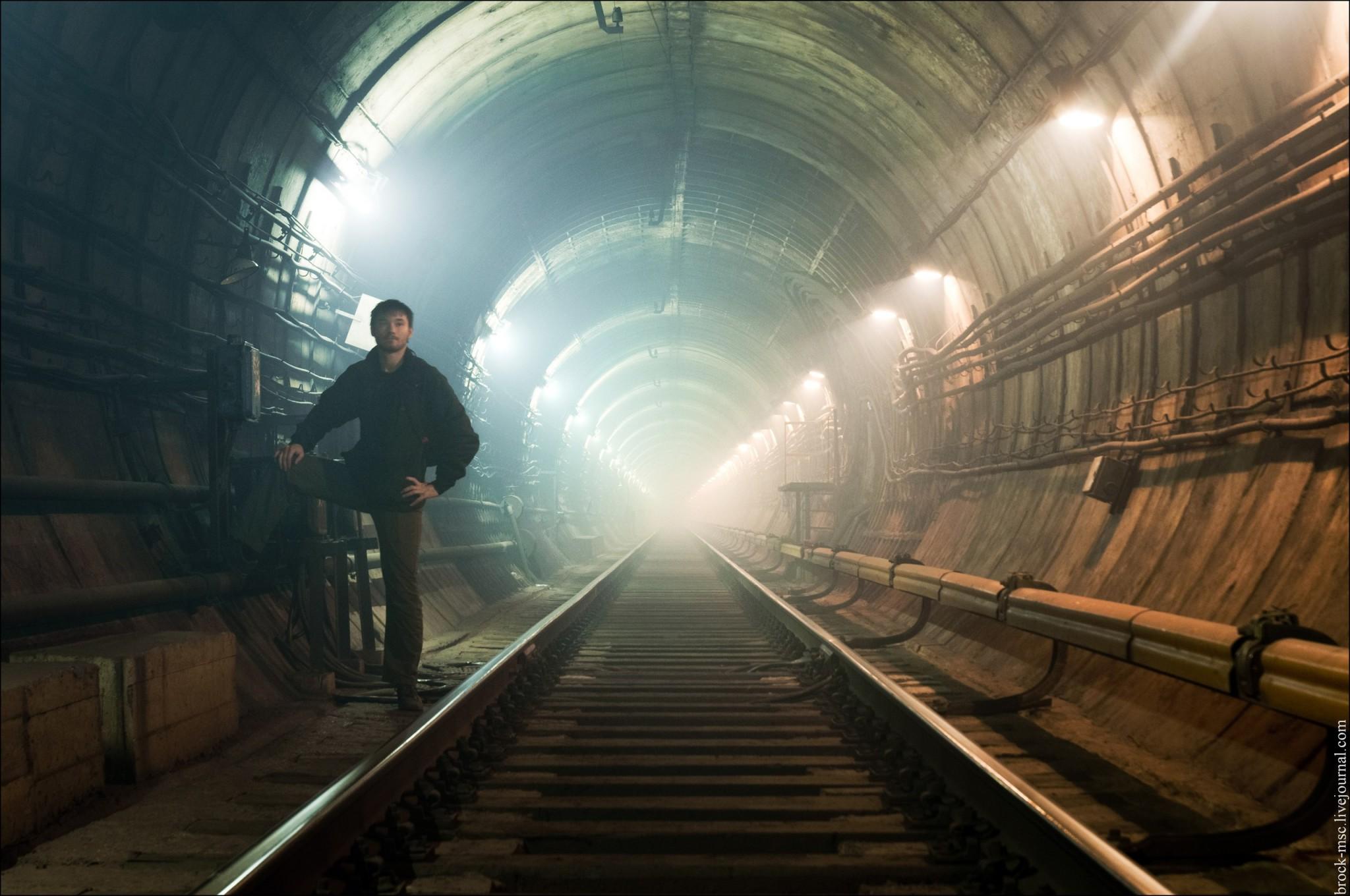 Серж Петров в тоннеле подземки