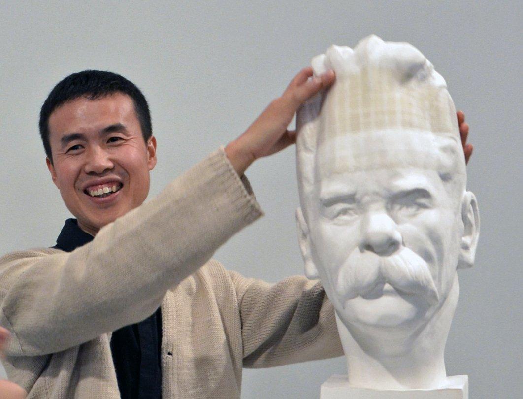Скульптор Ли Хунбо (Li Hongbo)