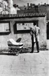 Фотография | Antanas Sutkus | Newspapers in the street, 1960
