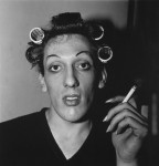 Фотография | Diane Arbus | A young man in curlers at home on West 20th Street