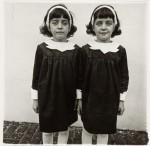 Фотография | Diane Arbus | Identical Twins