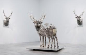 Кохей Нава и его скульптуры, покрытые бусинами