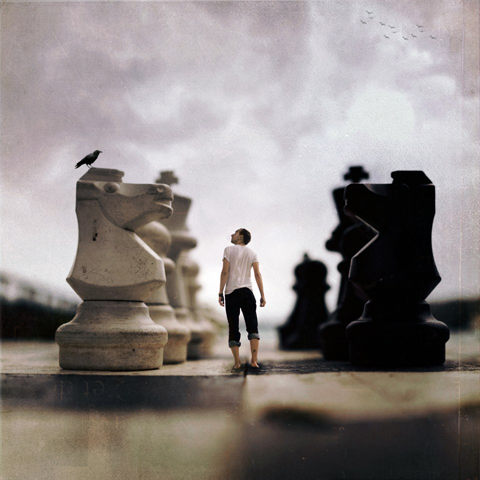 surrealism photography essay Surrealism originated in the late 1910s and early '20s as a literary movement that experimented with a new mode of expression called automatic writing, or automatism, which sought to release the unbridled imagination of the subconscious.