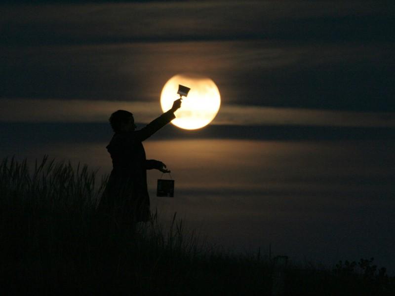 Лоран Лаведер: поиграем в Луну?