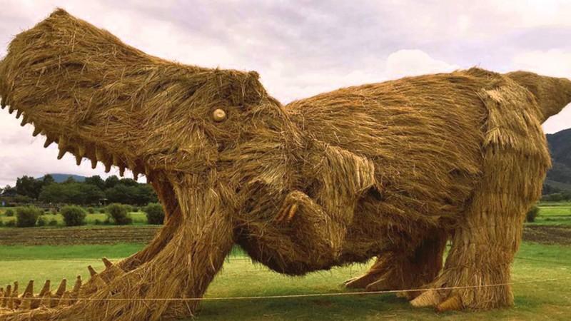 Эми Года и её скульптуры из сена