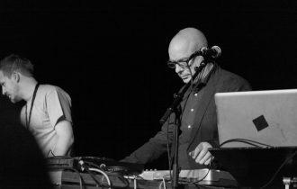 История «обволакивающей» музыки: Ambient от дребезжания машин до наших дней