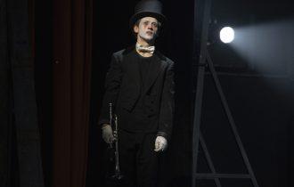 Безумие, ненависть и танцы под трубу. «Король Лир» в театре им. Вахтангова